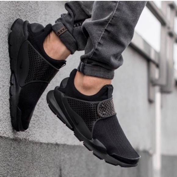 official photos 82fd8 bbc29 Nike sock dart all black sneakers